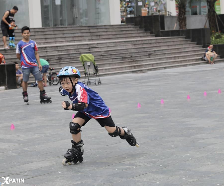 Trẻ sử dụng giày Patin S6S