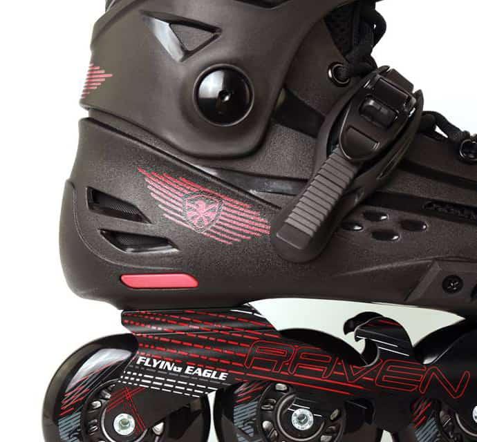 Giày Patin Flying Eagle F4 Raven | Khóa bán tự động milimetric hỗ trợ xiết ôm chânGiày Patin Flying Eagle F4 Raven | Hình ảnh đế chống xóc cao su ở gót giày (màu đỏ)