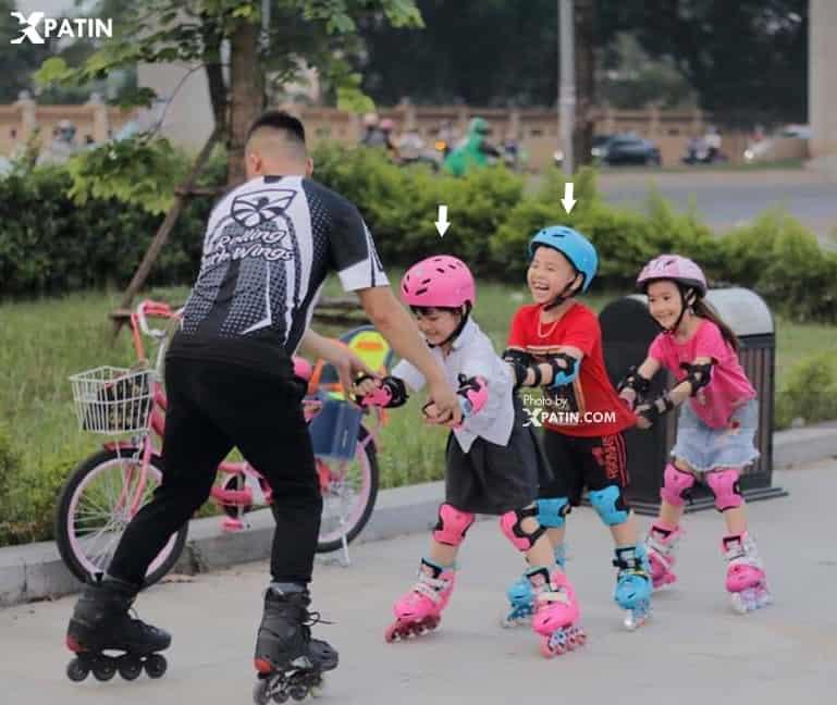 Trẻ sử dụng giày Patin Flying Eagle NT Combo