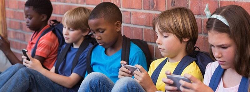 Trẻ em ngày nay thường thích Smartphone